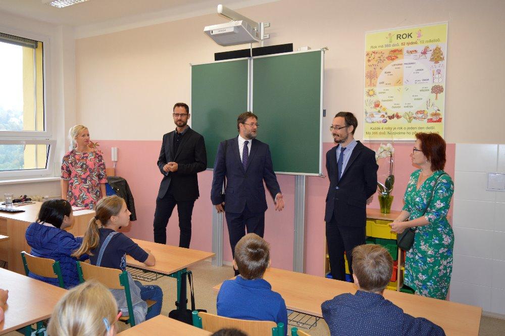 slavnostni-zacatek-skolniho-roku-na-zakladni-skole-pod-zvahovem