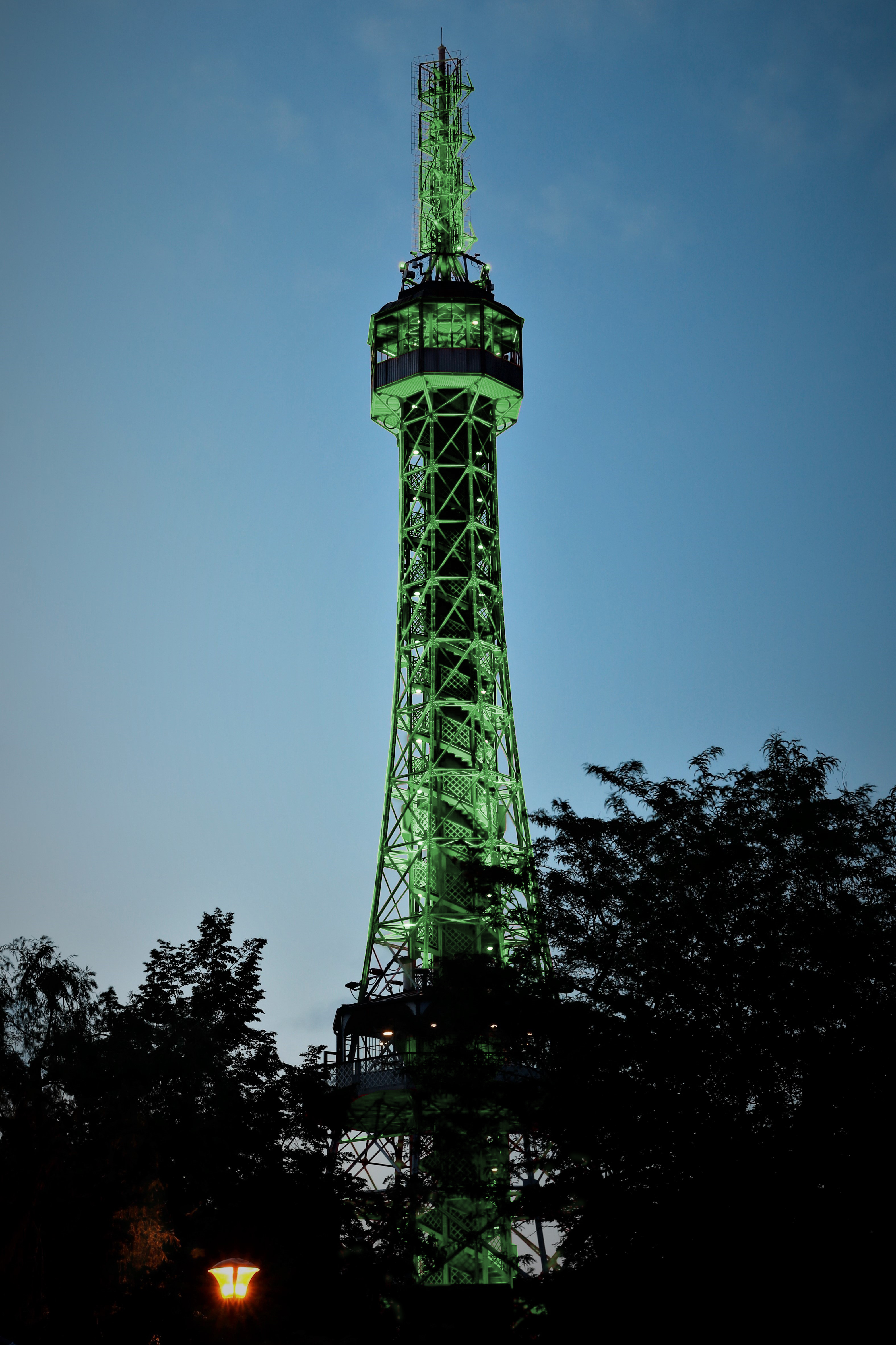 petrinska-rozhledna-se-17-brezna-oblekne-do-zelene