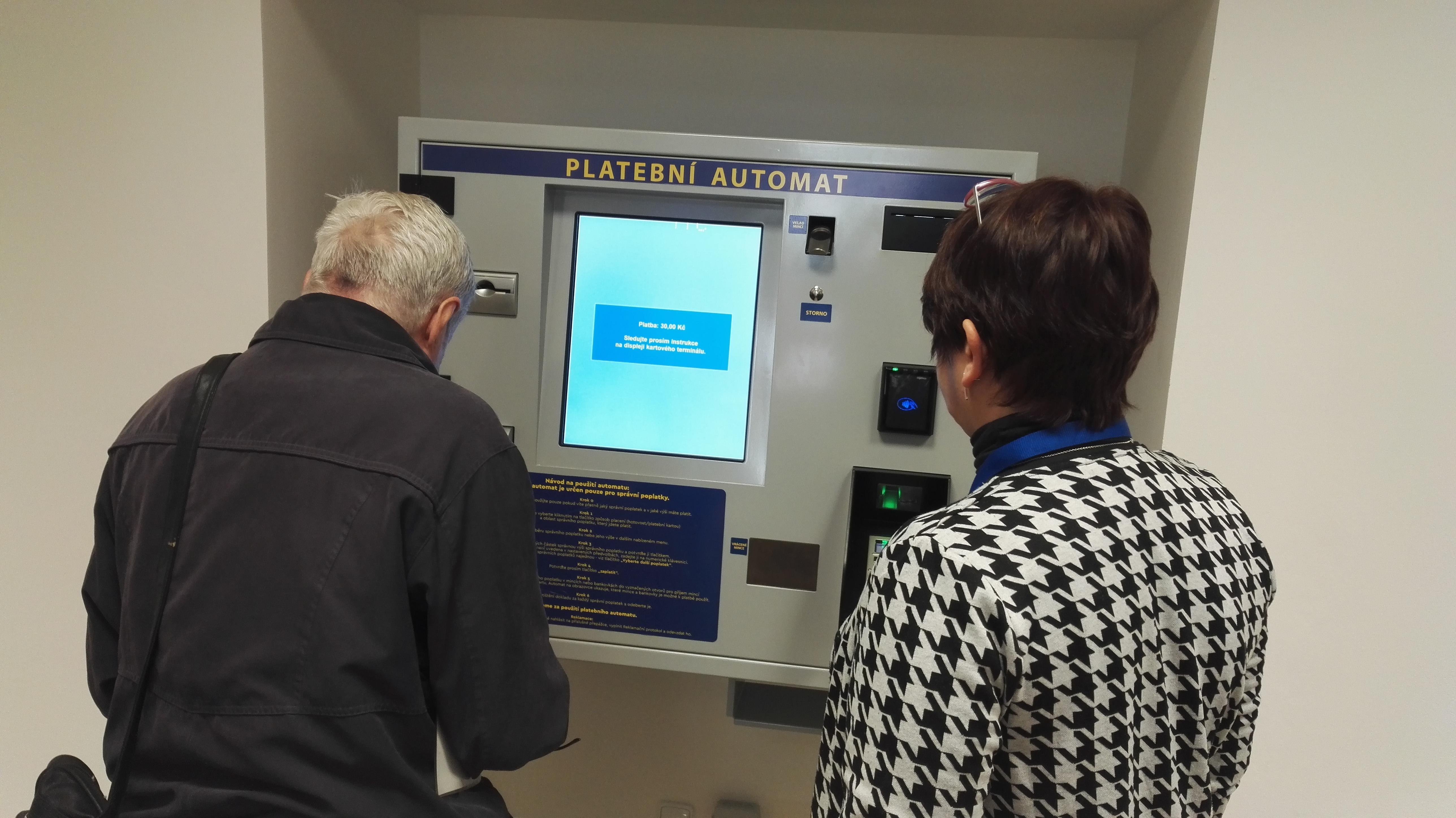 platby-na-radnici-prahy-5-zrychli-nove-platebni-automaty