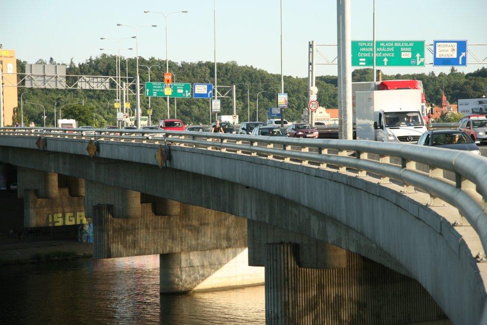 zacina-oprava-barrandovskeho-mostu-motoristu-se-zatim-vyrazne-nedotkne