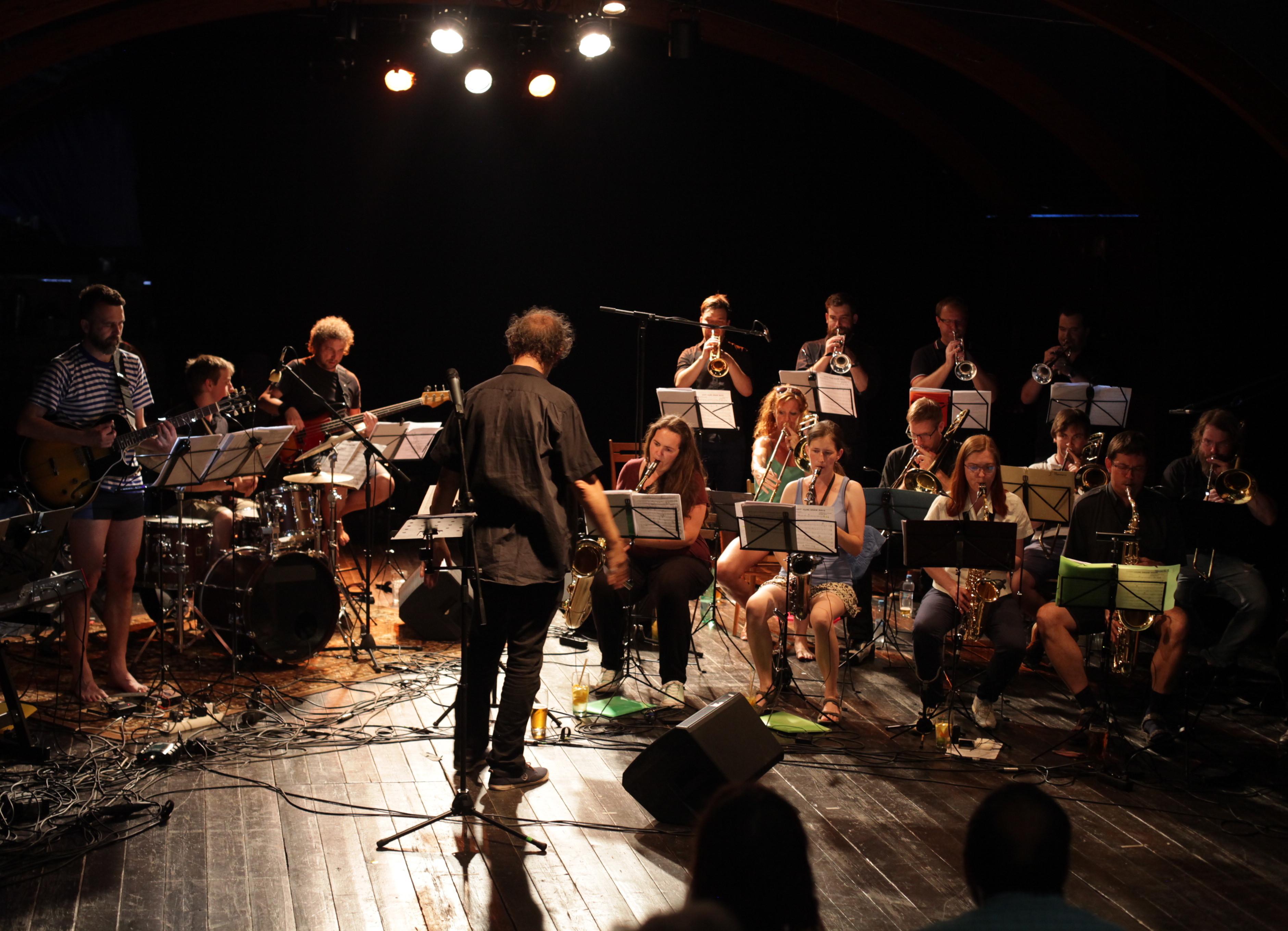 smichovskou-naplavku-ovladl-festival-arena