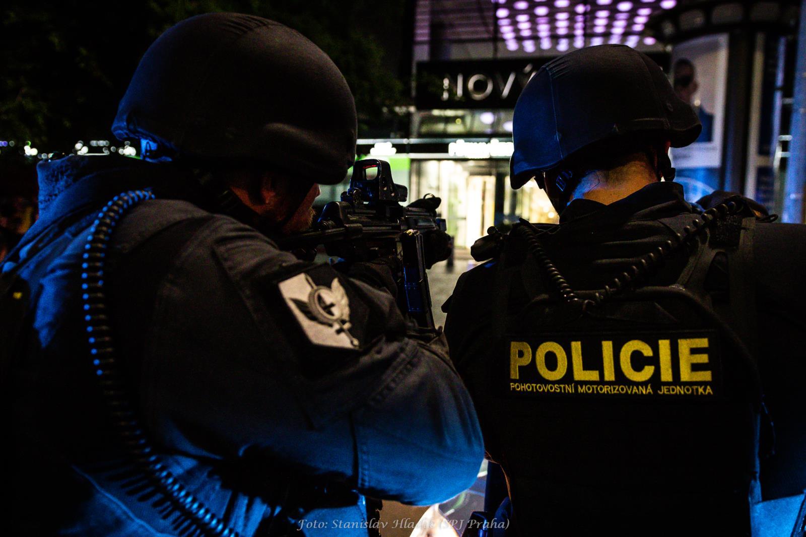 slozky-izs-na-andelu-trenovaly-pripravenost-na-teroristicky-utok-v-obchodnim-centru