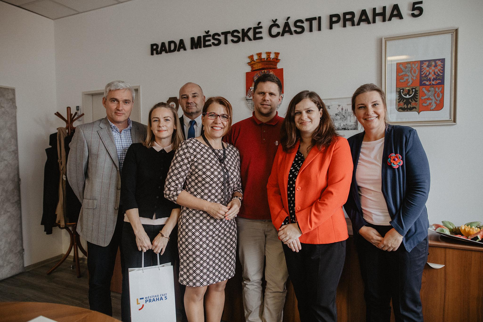 prahu-5-navstivila-slovenska-delegace-z-partnerske-petrzalky