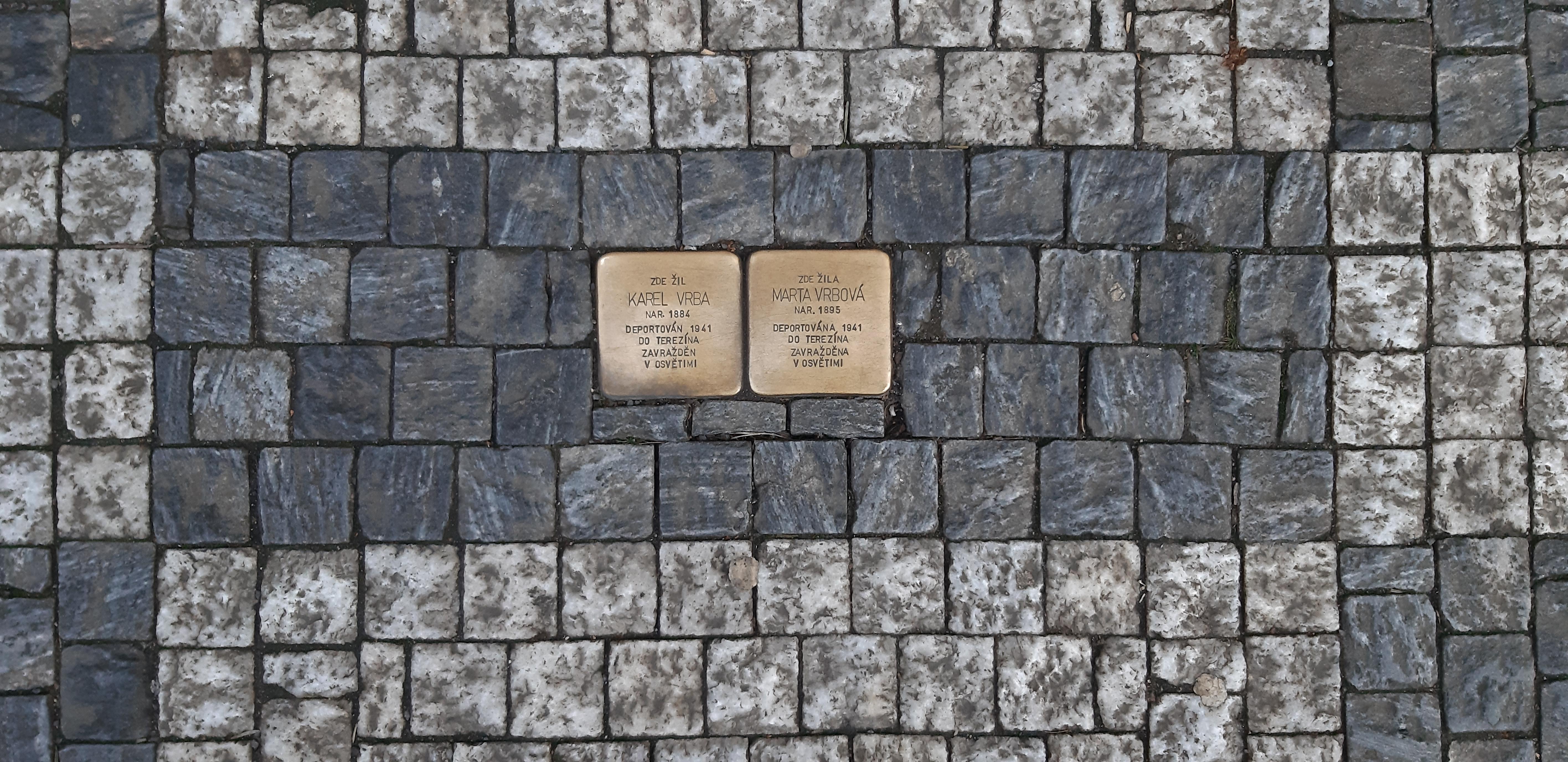 obeti-holocaustu-pripominaji-i-na-smichove-kameny-zmizelych